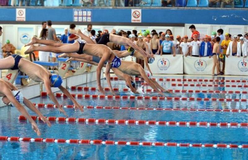Kayseri'de Eren Bülbül adına yüzme yarışları yapıldı
