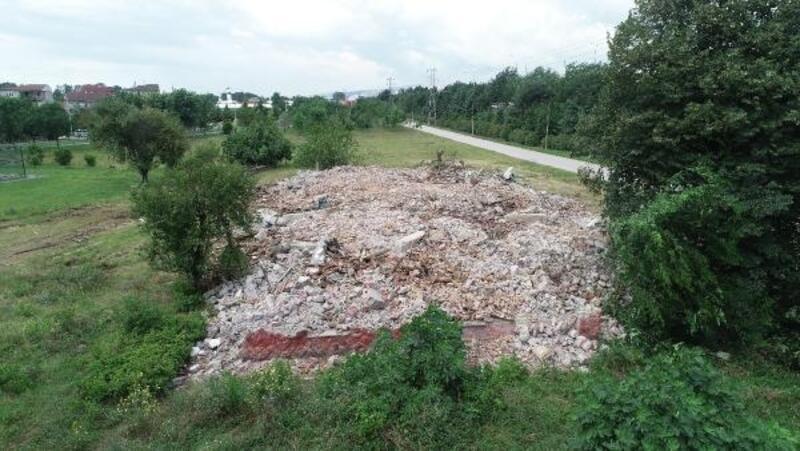 Tarihi bina iş makinesiyle yıkıldı, talimatı veren tespit edilemedi