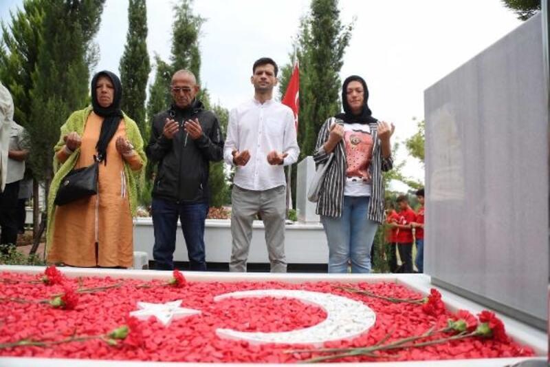 Bursa'da şehitliklerde anma töreni