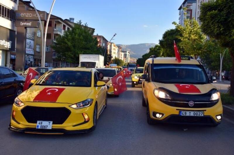 Muş'ta taksicilerin 15 Temmuz konvoyu