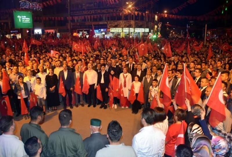 Van, Hakkari ve Bitlis'tebinlerce kişi 15 Temmuz şehitlerini andı