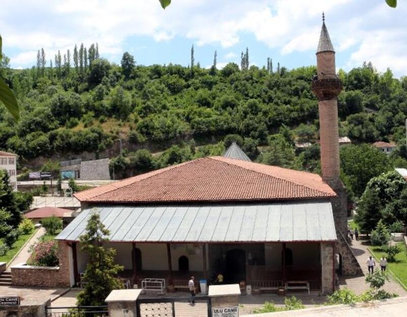 Fatih Sultan Mehmet'in namaz kıldığı Ulu Cami, zamana meydan okuyor