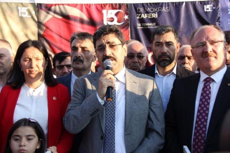 AK Parti, şehitler için lokum dağıttı