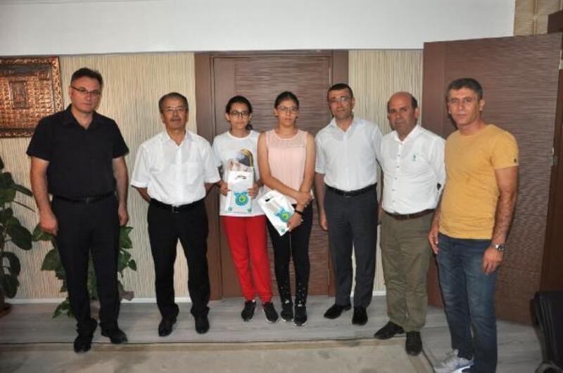 Milli Eğitim Müdürü Yaşar, LGS Türkiye birincilerini ödüllendirdi