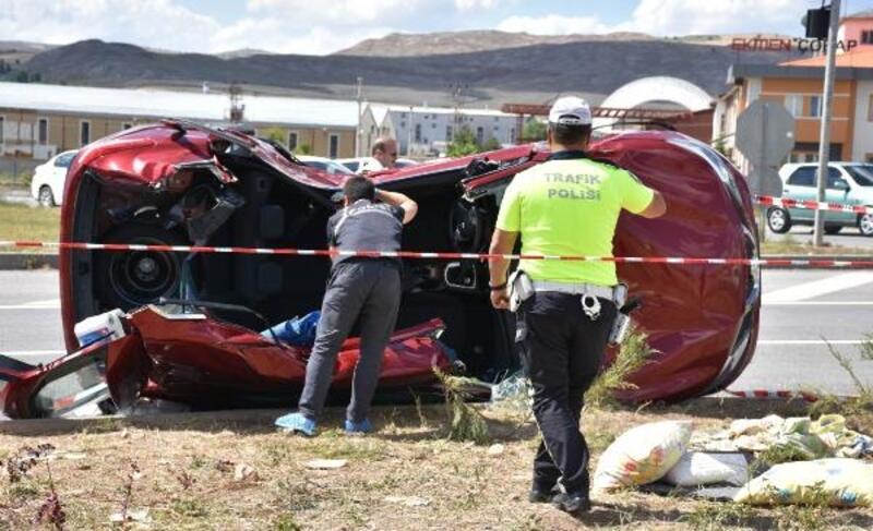Sivas'ta TIR ile otomobil çarpıştı: 4 yaralı
