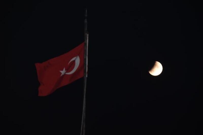 'Parçalı ay tutulması' Eskişehir'den izlendi