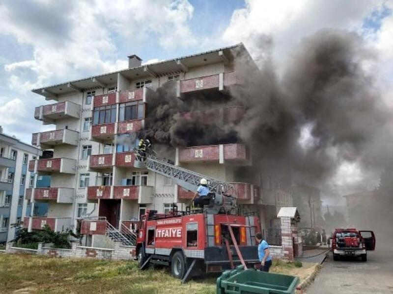 Evde çıkan yangında 2 çocuk dumandan etkilendi