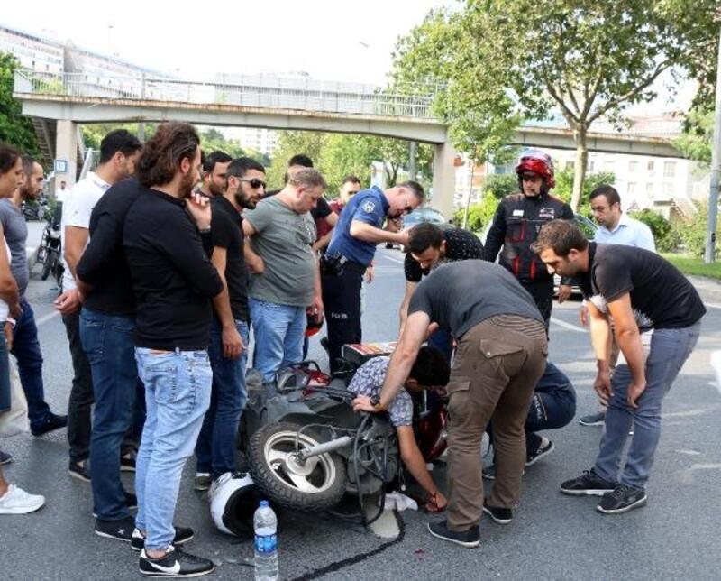 Şişli'de panelvana arkadan çarpan motosikletli kurye ağır yaralandı