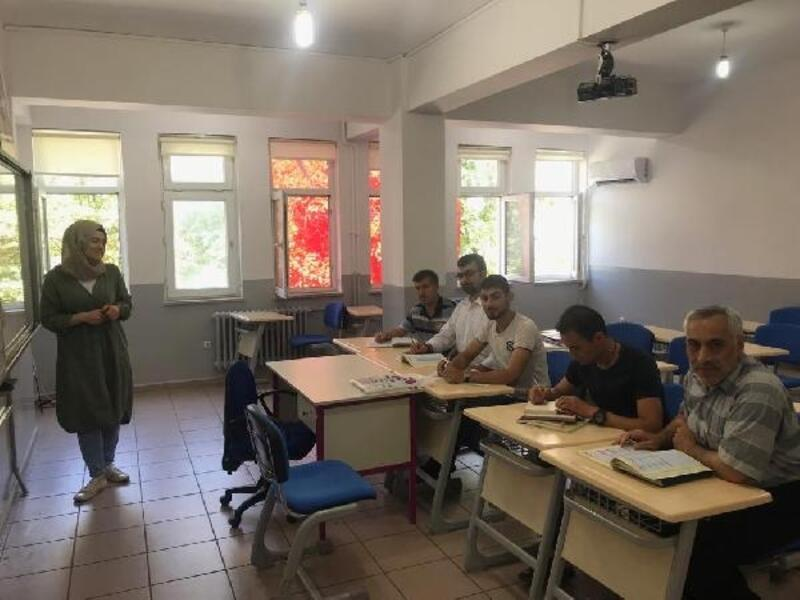 Orhangazi'de Suriyelilere Türkçe eğitimi
