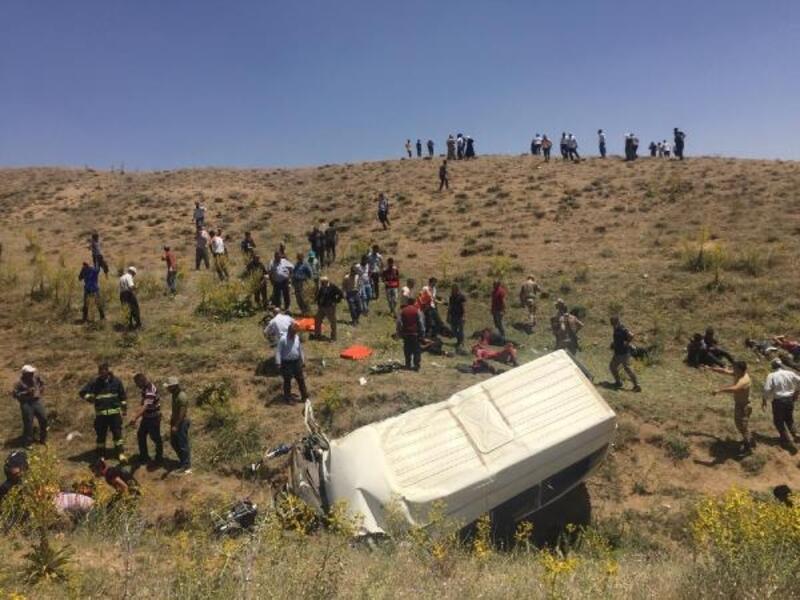 Van'da kaçak göçmenleri taşıyan minibüs devrildi: 14 ölü, 28 yaralı