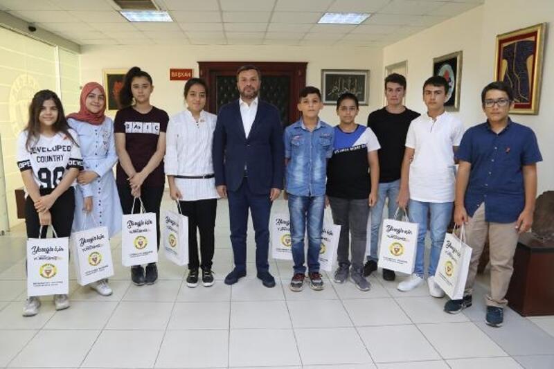 LGS'de derece yapan öğrencilerden Başkan Kocaispir'e ziyaret