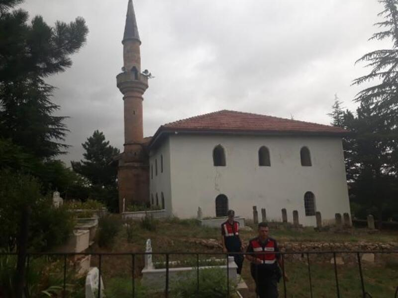Minareden düşen imam yaralandı