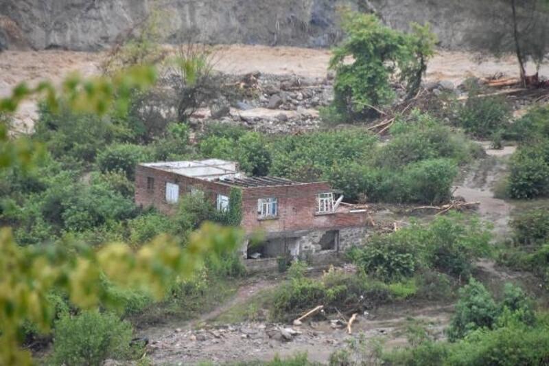 Sakarya'da sel nedeniyle 6 köy yolu ulaşıma kapandı