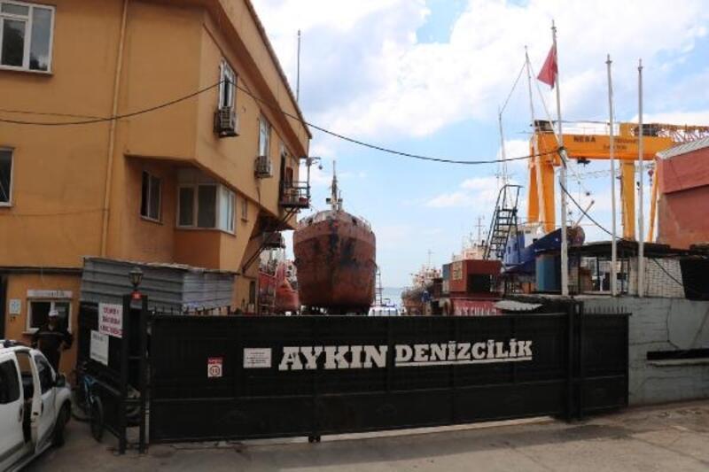 Bakımdaki gemide çıkan yangını çalışanlar söndürdü