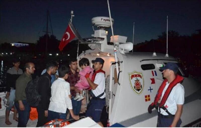 Sahil Güvenlik uçağıyla tespit edilen 29 kaçak yakalandı