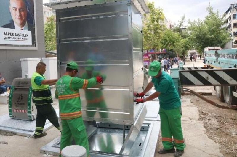 Sakarya Caddesi'nde yeraltı çöp konteynerleri yenilendi