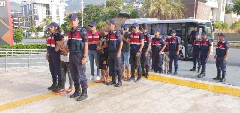 Alanya'da fuhuş çetesine 5 tutuklama
