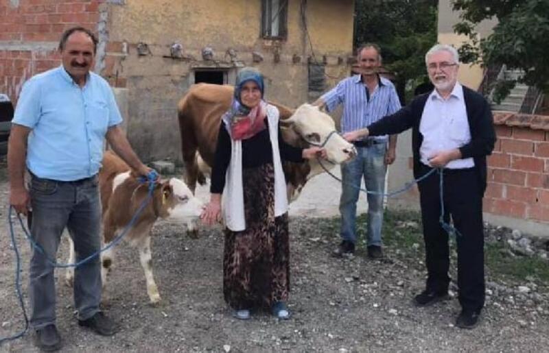 Hayvanları telef olan aileye Türk Kızılay'ı yardım etti