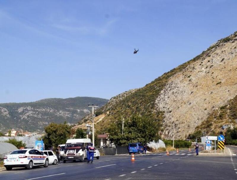 Finike'de helikopter destekli trafik denetimi