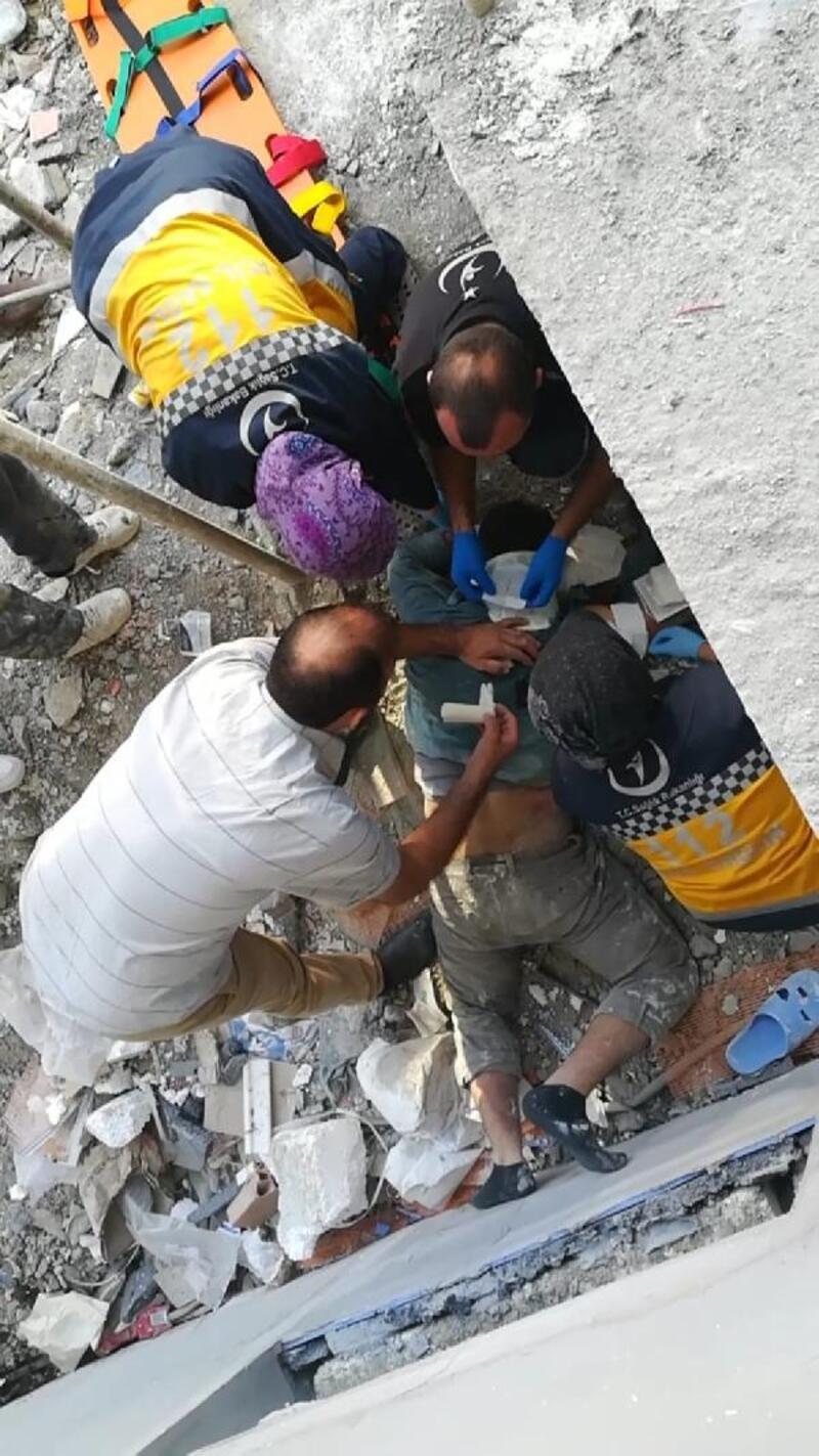 Sıva yaparken 3'üncü kattan düşen işçi, ağır yaralandı