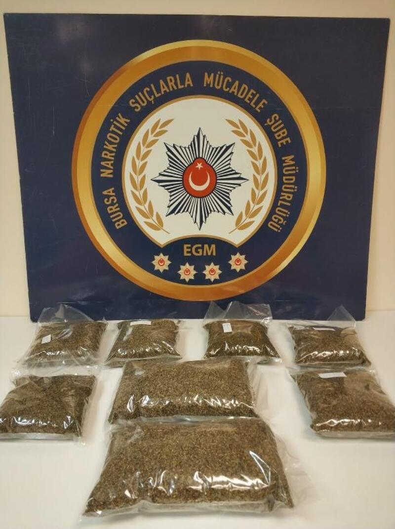 Aracında ve üzerine 5 kilo bonzai bulunan uyuşturucu satıcısı tutuklandı
