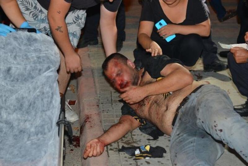Otomobili gasbedilen sürücü, silahlı saldırgan sanılıp dövüldü