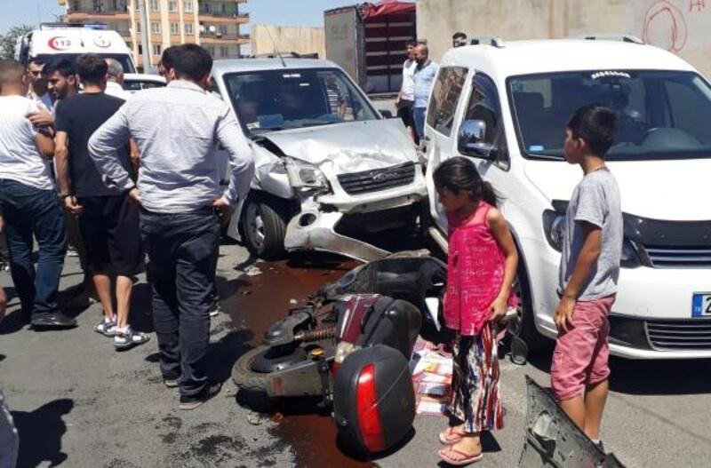 Diyarbakır'da 4 aracın karıştığı zincirleme kaza: 2 yaralı