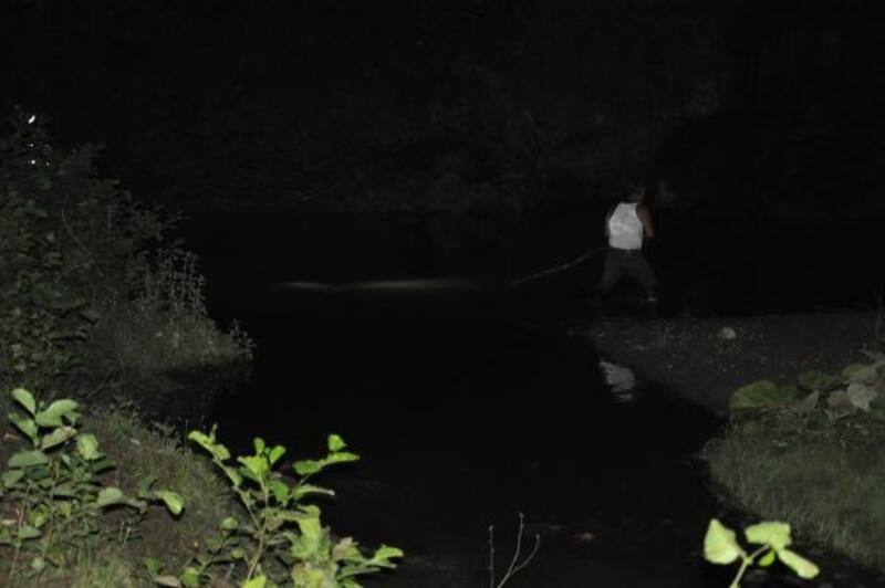 Serinlemek için göle giren iki kuzen boğuldu