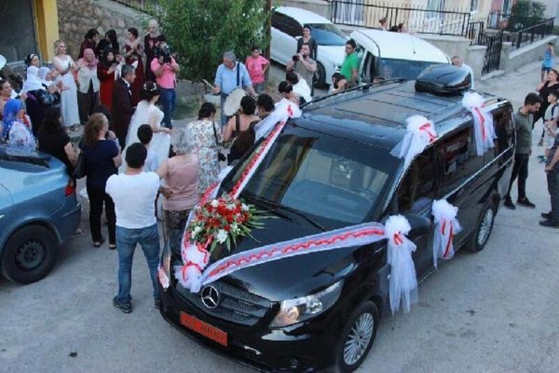 Tunceli Valisi Sonel'in makam aracı, gelin arabası oldu