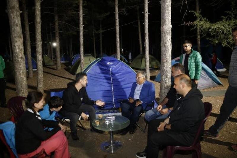 Başkan Büyükkılıç, Sarımsaklı kampını ziyaret etti