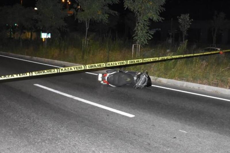 Bariyerlere çarpıp, sürüklenen motosikletin sürücüsü öldü