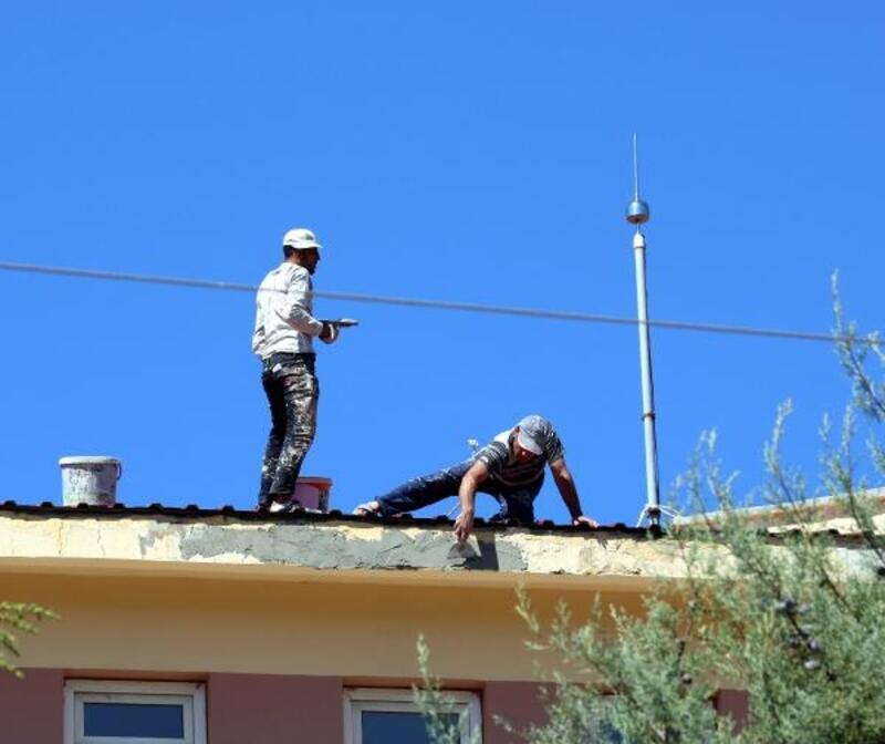 Kahramanmaraş'ta okul binasında tehlikeli çalışma