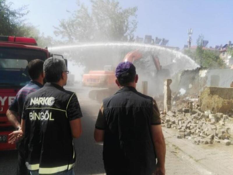 Bingöl'de eski bina yıkıldı