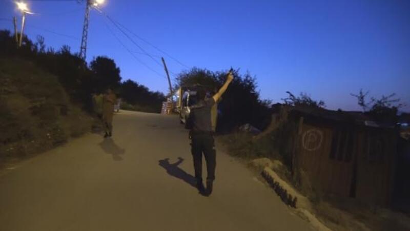 Polis kaçan Afganları havaya ateş ederek durdurdu