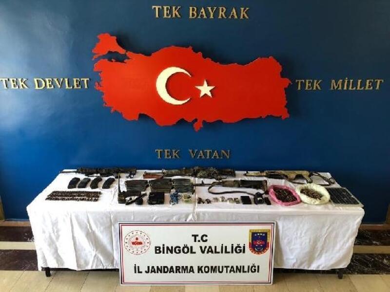Bingöl'de etkisiz hale getirilen 8 teröristin silahları da ele geçirildi