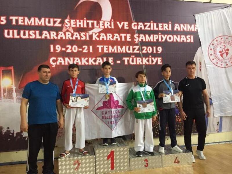 Mustafakemalpaşa Belediyesporlu karateciler Çanakkale'den madalya ile döndü