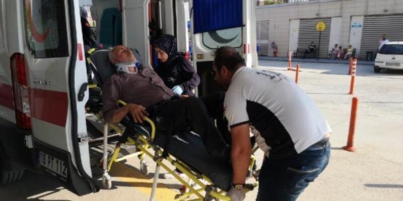 TIR'a çarpan traktörün sürücüsü yaralandı