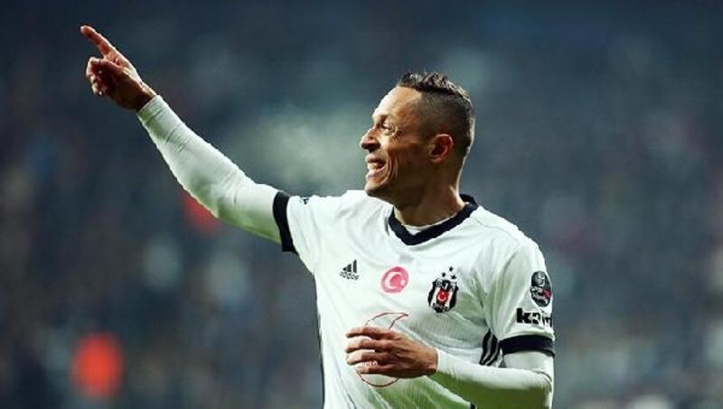Eski Beşiktaşlı Adriano, Athletico Paranaense'ye transfer oldu