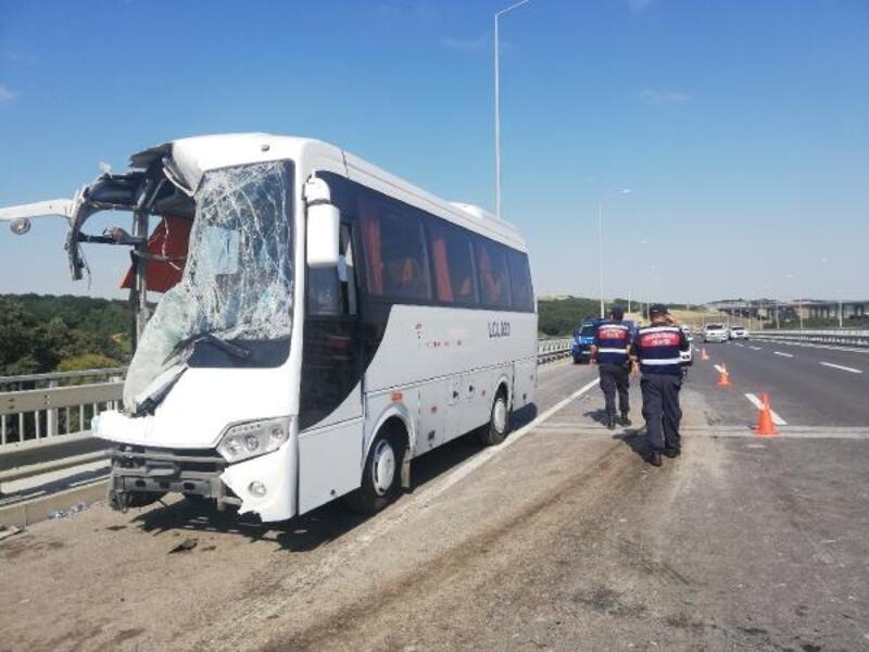 Eyüpsultan'da servis midibüsü otobüse arkadan çarptı: 12 yaralı