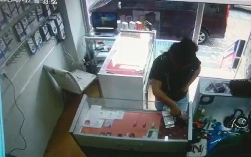 Sultangazi'de çok sayıda esnaftan sahte parayla alışveriş yapan kadın kamerada