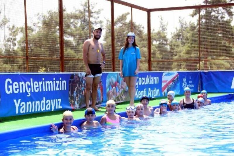 Yenipazar'da çocuklara seyyar havuda yüzme kursu