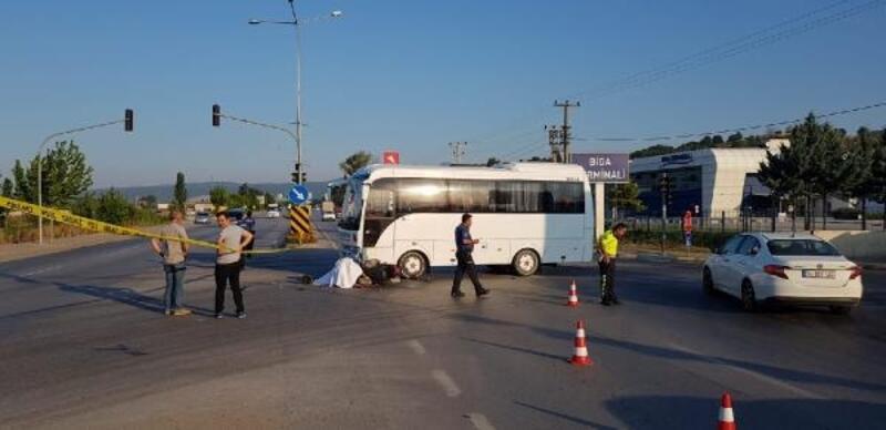 Biga'da midibüsle çarpışan motosikletin sürücüsü öldü