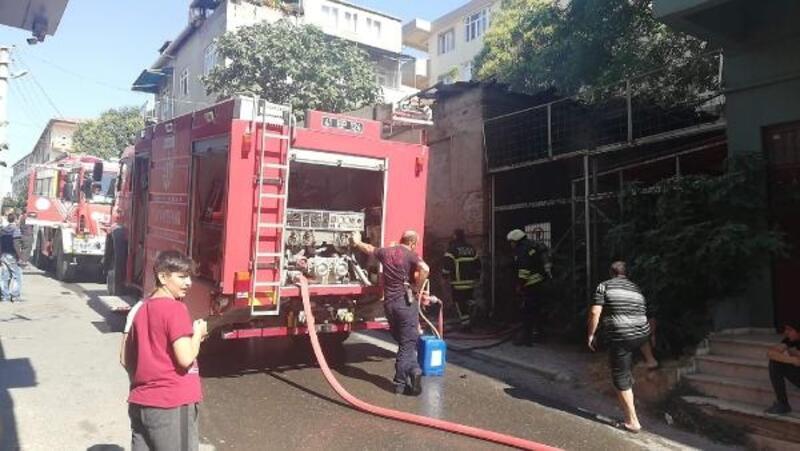 Metruk bina yandı