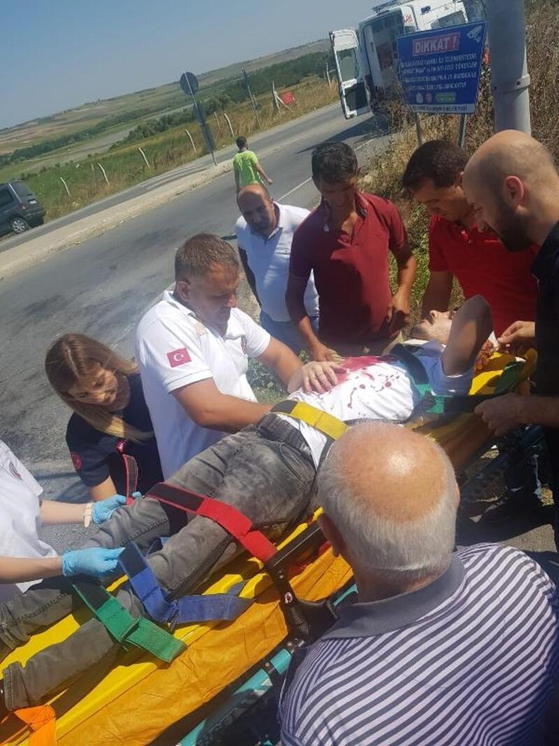 Arnavutköy'de servis aracı ile otomobil çarpıştı: 4 yaralı