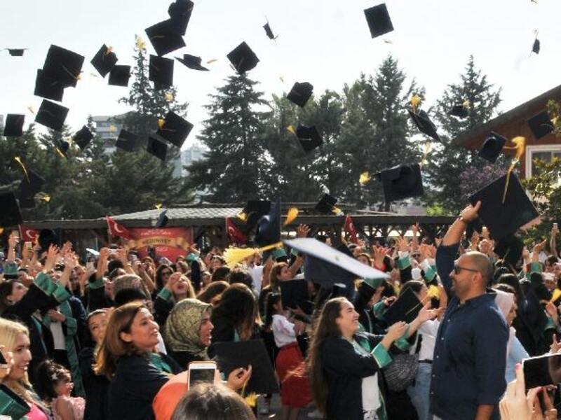 ÇÜ Adana MYO'da mezuniyet sevinci