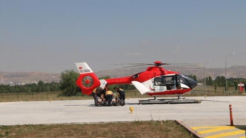 Dağda ayağı kırıldı, ambulans helikopter ile hastaneye götürüldü
