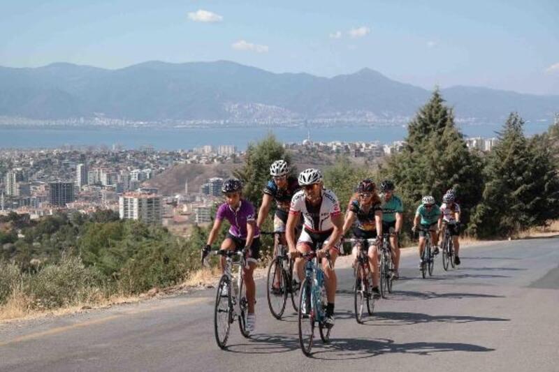 Karşıyaka'da bisiklet takımı yola çıkıyor