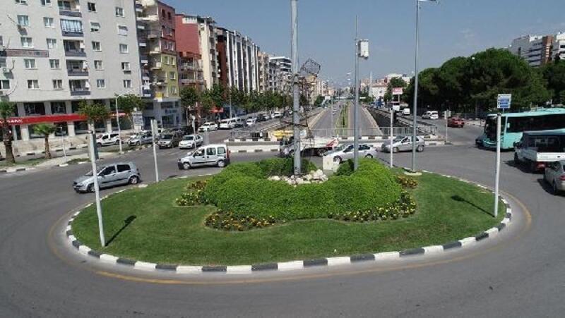 Manisa Büyükşehir Belediyesi çiçeğini kendisi üretiyor