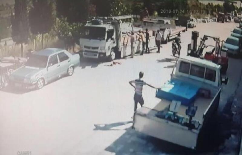 Motosikletli gencin yaralandığı kaza kamerada
