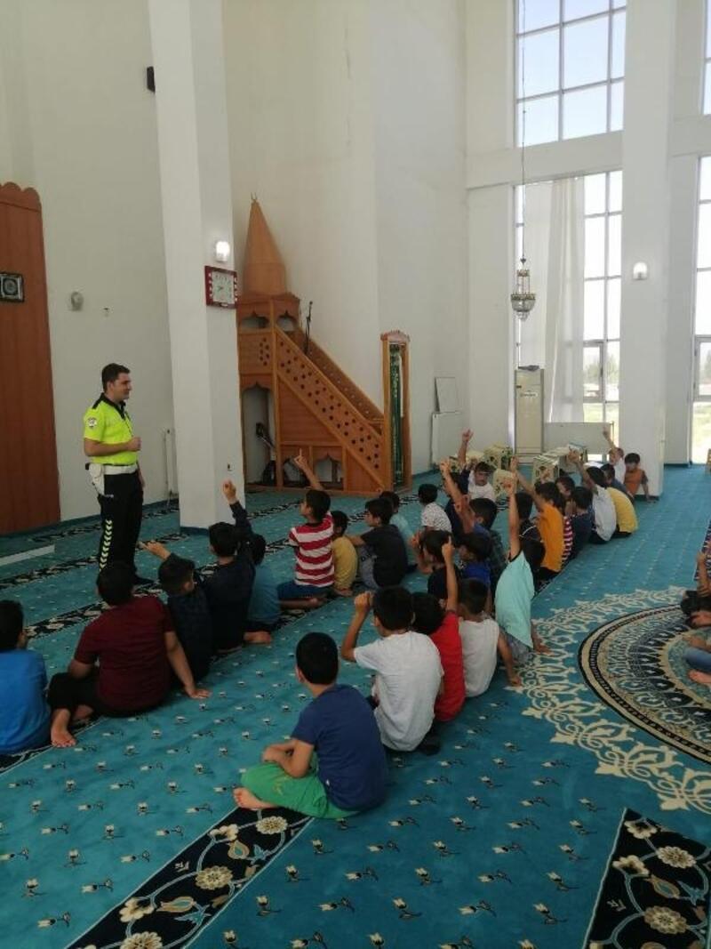 Polisten cami ve Kuran kursunda trafik eğitimi